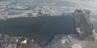 Zajlik a Duna, leállhat a kompközlekedés Mohácson