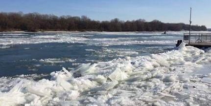 Leállították a kompközlekedést Mohácson az egyre erősödő jégzajlás miatt