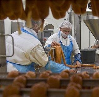 A pécsi üzem dolgozóinak többsége vállalta a mohácsi munkavégzést az új vágóhídon