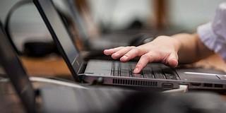 Ingyenes oktatáson barátkozhatnak az internettel