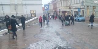 Vigyázat, csúszásveszély! Ónos eső zúdul Pécsre is szerdára virradó éjszaka