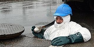 Akik leszállnak a mélybe: akkumulátor, strandlabda is előkerült már a csatornákból