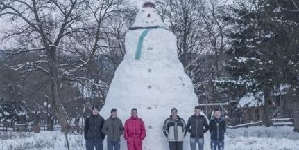 Rekord: hatméteres hóembert építettek Erdélyben