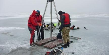 Fúrókkal estek neki a kutatók a Balaton jegének