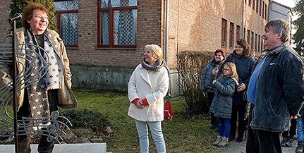 Szobrot avattak pénteken Demjén Rózsi tiszteletére Görcsönyben – Videó!