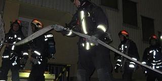 Éjszaka gyakorlatoztak a tűzoltók a pécsi börtönben
