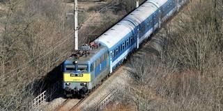 Autó hajtott a Pécsre tartó InterCity elé, meghalt a sofőr