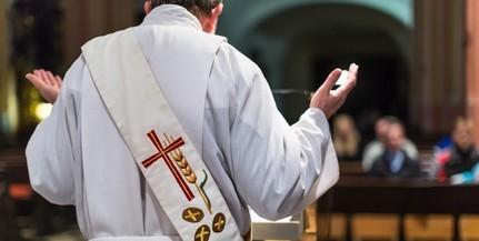 Felfüggesztett Udvardy György egy iskolákban tanító papot fiatalkorú veszélyeztetése miatt