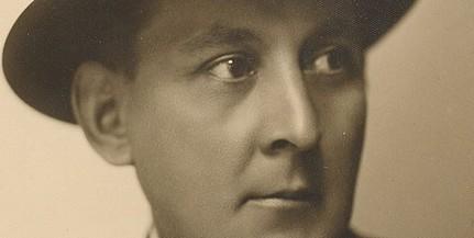 Megkoszorúzzák Gebauer Ernő emléktábláját