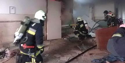 Tűz ütött ki egy pécsi társasház alagsori helyiségében