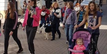 A kulturált és felelős állattartásért vonultak fel a belvárosban szombat délelőtt