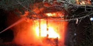 Teljesen leégett egy hétvégi ház a Darázs dűlőben