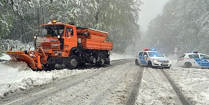 Lezárt utak, kidőlt fák, elakadt buszok a megyében: ez történt két éve