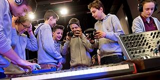 Hangszeresss, avagy hangszert a kézbe a Zsolnay Negyedben is - jöhetnek az új tehetségek