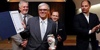 Ertl Tibor professzor kapta Pécs tudományos díját