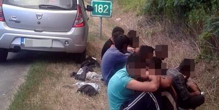 Tizenkét migránst fogott el két rendőr Dávod közelében