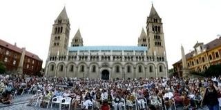 Ünnepi hangversenyt tartanak a Dóm téren