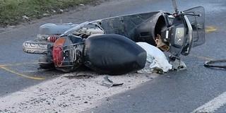 Autó és robogó ütközött a Móra Ferenc utcában