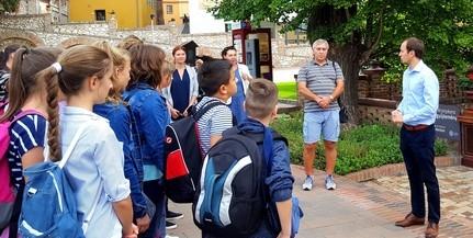 Dr. Őri László köszöntötte a vajdasági fiatalokat
