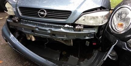 Összetörve találta tulajdonosa autóját a Nagy Imre úton