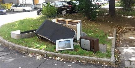 Most a Krisztina téren nőtt egy szeméthalom, egyre több az illegálisan lerakott hulladék