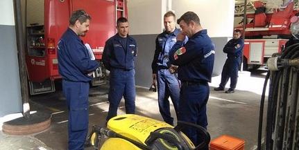 Kisgépkezelői vizsgát tettek a pécsi és komlói tűzoltók