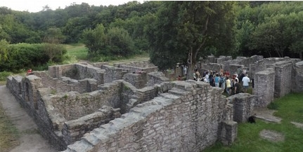 Barlangtól a királyi palotáig: a középkori pálos rend régészeti és történeti kutatásáról