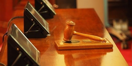 Istennek hitte magát egy komlói férfi, földre parancsolta a bíróság